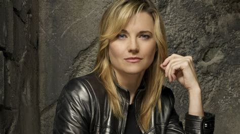 film lucy actors lucy lawless joins ash vs evil dead cast for epic xena