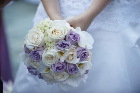 wedding bouquet lilac lilac bouquet ideas purple bouquets from real weddings