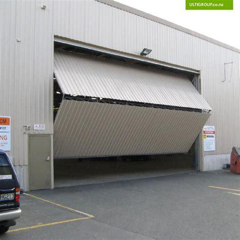 Horizontal Folding Garage Doors Vertical Accordion Garage Doors Wageuzi
