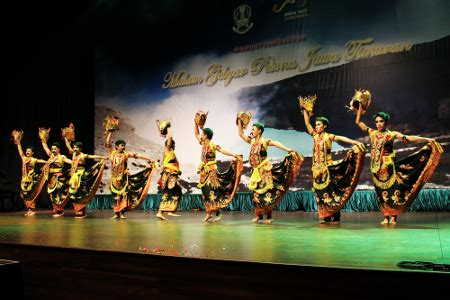 Hanya Pria Oleh La gemulainya para penari gandrung marsan indonesiakaya eksplorasi budaya di zamrud
