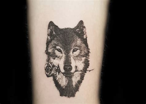 wolf with rose tattoo wolf meaning ink vivo