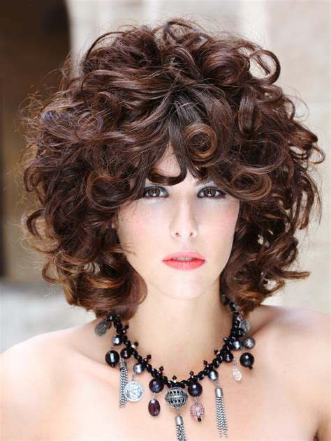 hairstyle with large curls of different sizes and strenghts