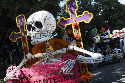 asi se puso el desfile de catrinas y catrines leyendasdevictoria as 237 fue el desfile de d 237 a de muertos en la cdmx