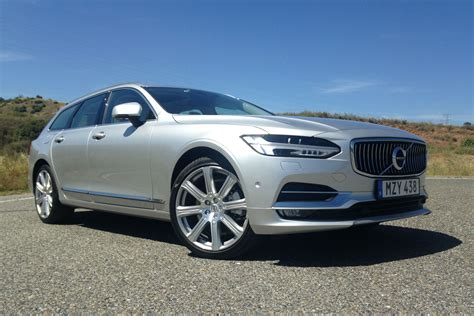 volvo  review luxury wagon takes   germans motoring research