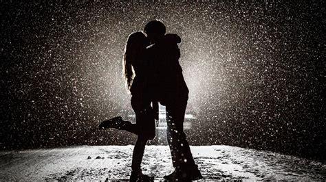 4k wallpaper kiss 2048x1152 couple kissing in snow night 2048x1152