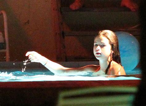 vanessa hudgens bathtub selena gomez pictures vanessa selena and ashley film a