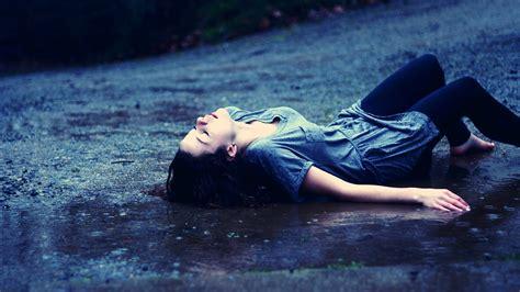 wallpaper girl in rain sad girl in rain widescreen wallpapers 21225 baltana