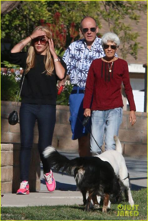 amanda bynes day walk with new hair photo amanda bynes parents to the rescue wallpaper