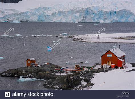 dayak stock photos dayak stock images alamy antarctica paradise harbor almirante brown station