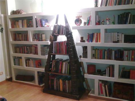 cartongesso librerie cartongesso per incorniciare una libreria etnica