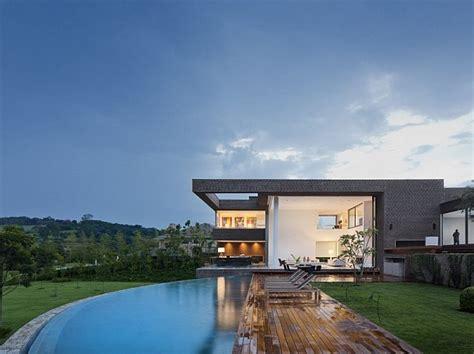 exklusives ferienhaus mit pool und golf spielplatz - Ferienhaus Architektur