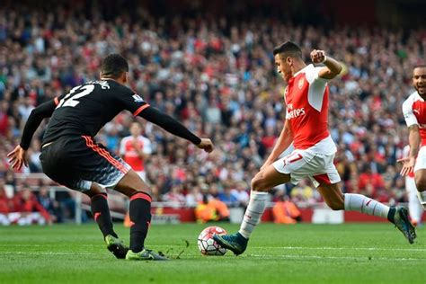 alexis sanchez goals video arsenal s two goal hero alexis sanchez limps off in 3 0