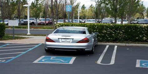 Pasang Nomer Celana steve tidak pernah pasang plat nomor kendaraan di mobilnya merdeka