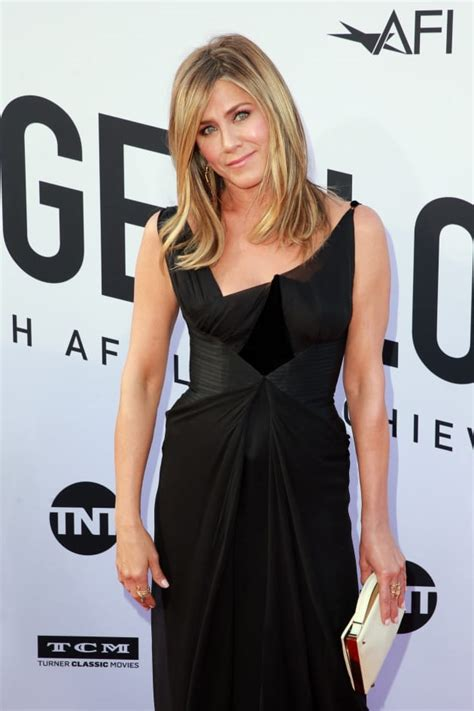 jennifer aniston dating jennifer aniston who is she dating now the hollywood