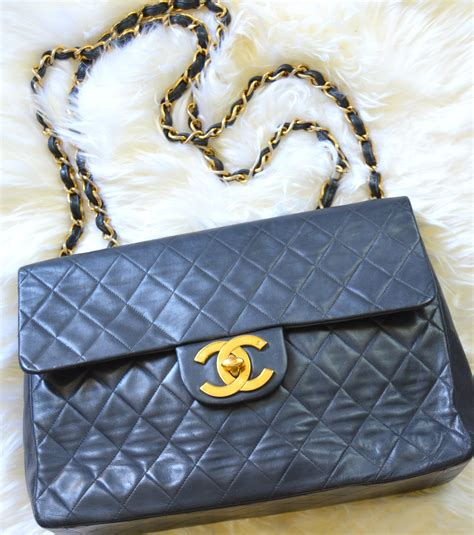 Vintage 1 Jumbo Maxi By Zhafash bag review what fits in a vintage chanel maxi jumbo cc flap lollipuff