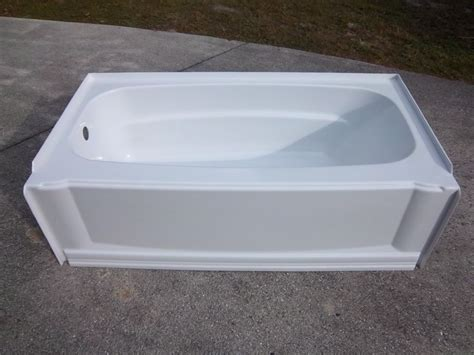 aqua glass bathtub aqua glass 60 quot x 32 quot eleganza high gloss white skirted