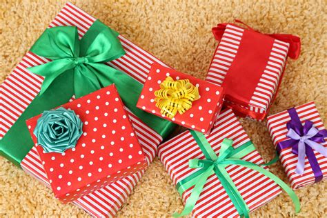 office christmas gift swap 12 gift exchange ideas for your office