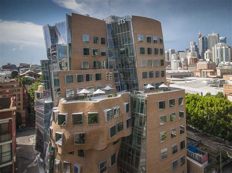 Of Sydney Mba Fees by Tour Frank Gehry S Amazing Crumpled Bag Building That