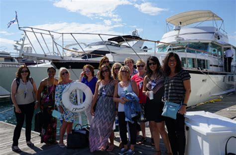 personal boat rental chicago private chicago yacht rentals party boat charters dinner
