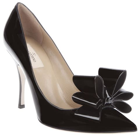 valentino bow shoes valentino patent leather bow pumps in black lyst