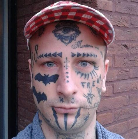 forehead tattoo toet houdt this dude looks like a winky dink you