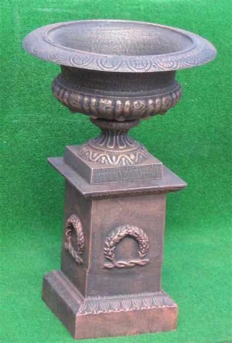 Feuerkörbe Aus Eisen by Grosse Runde Pflanzschale Auf Sockel Eisen Bronzefarbe Ebay