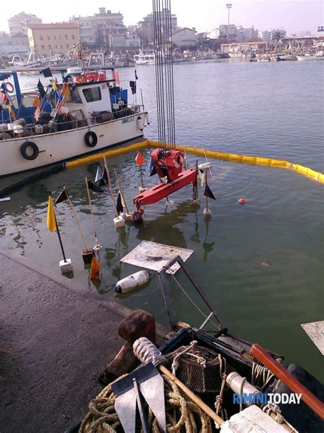 capitaneria di porto cattolica peschereccio affonda nel porto di cattolica