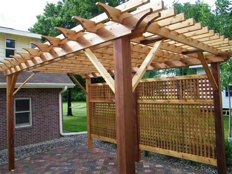 western cedar pergola with privacy lattice minnesota