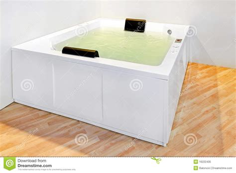 Große Badewanne Lizenzfreies Stockfoto   Bild: 16222435