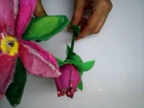manualidades hacer manualidades con cart n de huevos flores de cart 243 n de huevo youtube