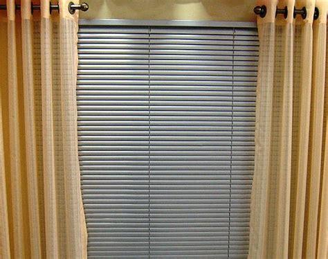 cortinas de persianas cortinas persianas vertical madeira e tecido dicas