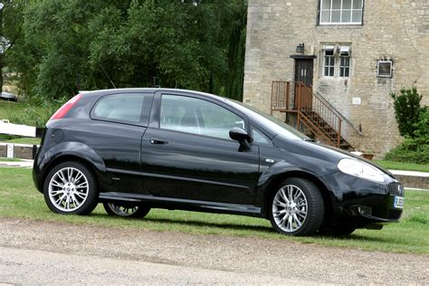 review fiat punto fiat punto hatchback review 2003 2006 parkers