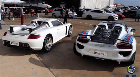 Porsche 918 Vs Carrera Gt by Video Porsche 918 Spyder Vs Carrera Gt Shows Off Hybrid