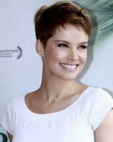 Perfect short hairstyles for thick hair uploaded by tenuestyle on