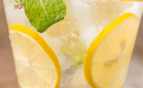 alimentazione per pancia gonfia limone depurare pancia gonfia benessere alimentazione