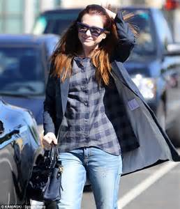 alyson hannigan goes solo as she visits tattoo removal
