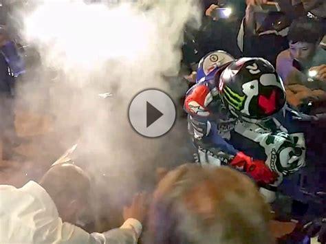 Leichte Motorr Der 2015 by Jorge Lorenzo Leichte Verbrennung Bei Titelfeier 2015 In