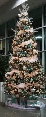 tree color schemes such a beautiful tree the use of garland and the