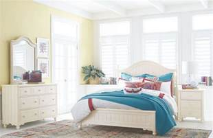 Ivory Bedroom Set Summerset Ivory Low Poster Bedroom Set From Legacy