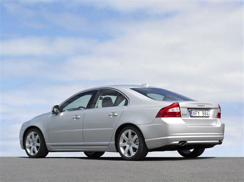 volvo  sedan recalled  steering concern autoblog