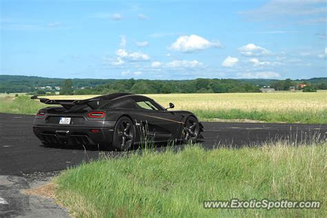 koenigsegg sweden koenigsegg one 1 spotted in sk 229 ne sweden on 08 19 2015
