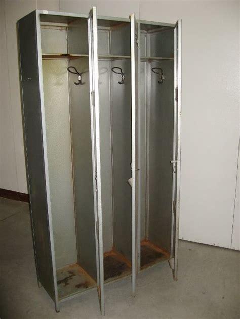 armadio in ferro armadio in ferro a tre scomparti modernariato anni 60 70