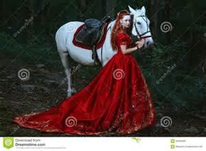 femme habill 233 e dans la robe m 233 di 233 vale photo stock image