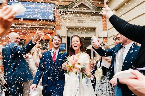 Confetti wedding pictures   Babb Photo