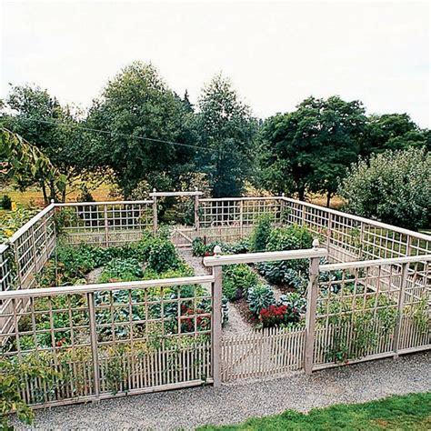 fencing for vegetable garden best 25 garden fences ideas on fence garden vegetable garden fences and garden fencing