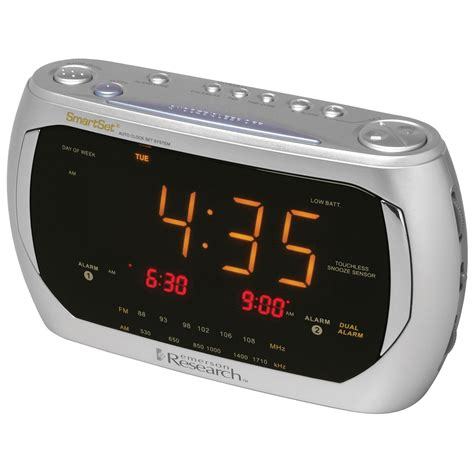 emerson am fm clock radio with dual alarm smartset 174 automatic time setting system tvs