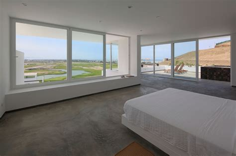 master bedroom floor tiles deployed house by seinfeld arquitectos in peru