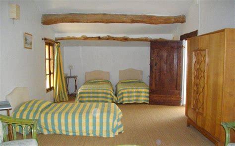 canapé grange chambre verte et jaune