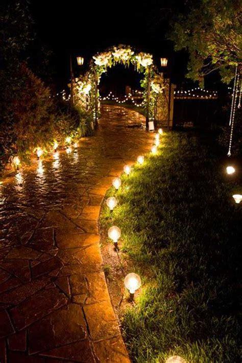 come illuminare un giardino illuminare il vialetto in giardino 20 bellissime idee a
