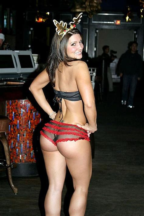 Ufc Signs Gina Carano Setting Up Ronda Rousey Superfight
